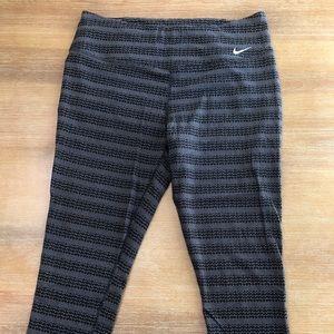 Nike crop leggings size Large